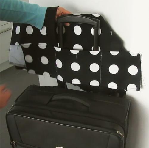 Anprobe der Aufsetztasche für den Koffer