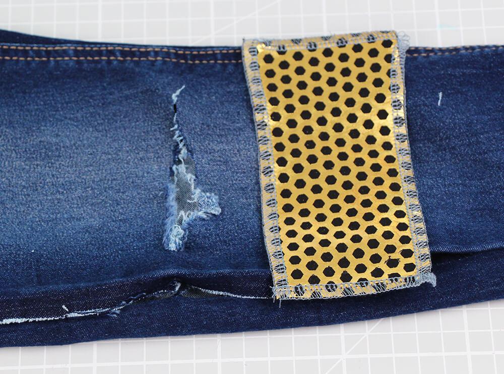Jeans am Knie flicken - 03 Fleck
