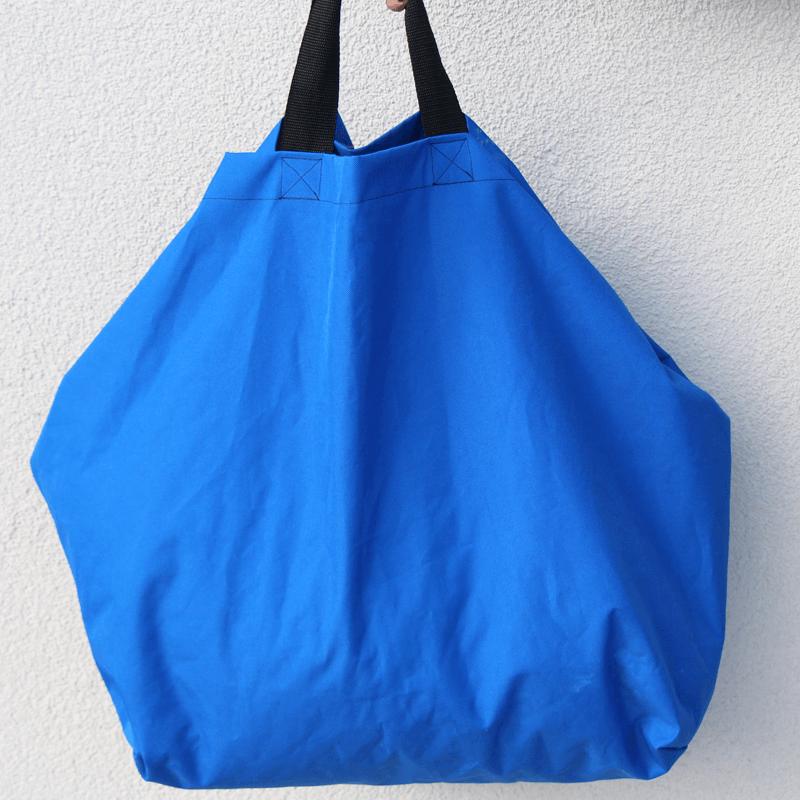 Grosseinkäufe farblich sortiert - blaue Tasche Schnittmuster