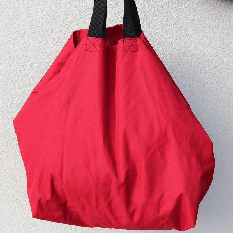 Grosseinkäufe farblich sortiert - rote Tasche Schnittmuster