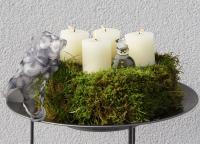 Adventsgesteck aus Moos aus dem Garten