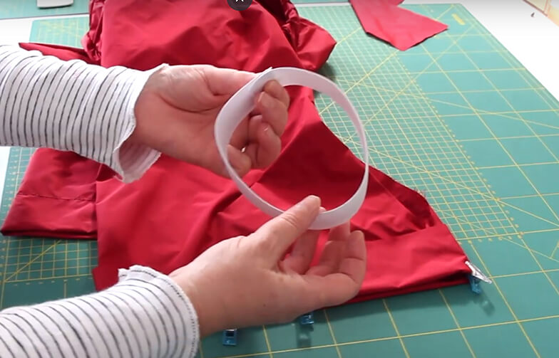 Regenhose nähen für Kinder 07 Gummis einziehen