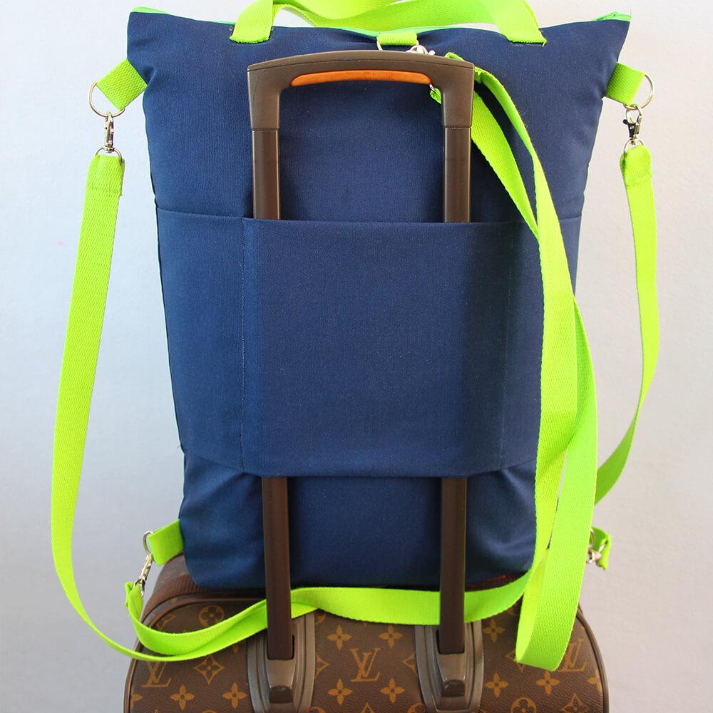Tasche Hamburg von hinten auf dem Koffer