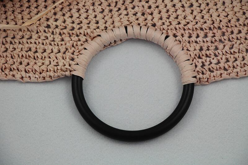 Griffe-in-eine-Tasche-aus-Bast-einhäkeln