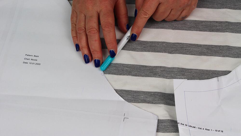 Ärmel zuschneiden mit Muster - 01 Zuschneiden