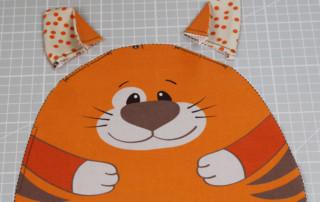 Einfaches Stofftier nähen für Anfägner - 16 Katzenohren annähen