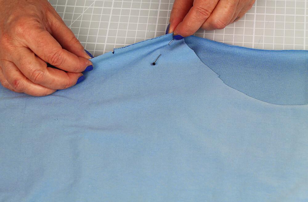Einfaches T-Shirt nähen für Anfänger - 07 Schulternaht