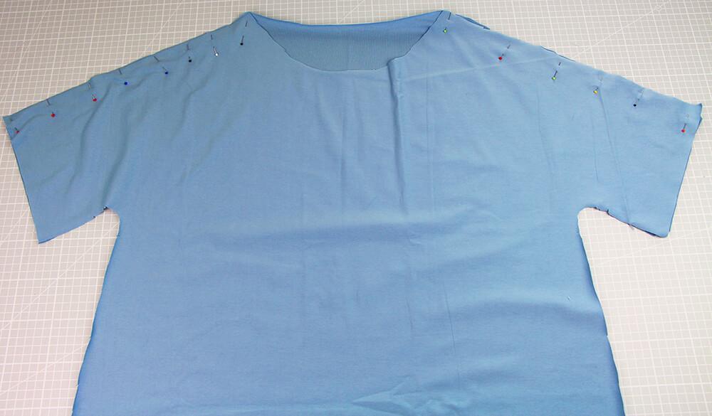 Einfaches T-Shirt nähen für Anfänger - 08 Schulternaht