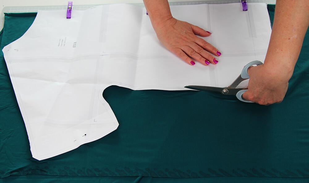 Einfaches Kleid nähen für Anfänger - 03 zuschneiden