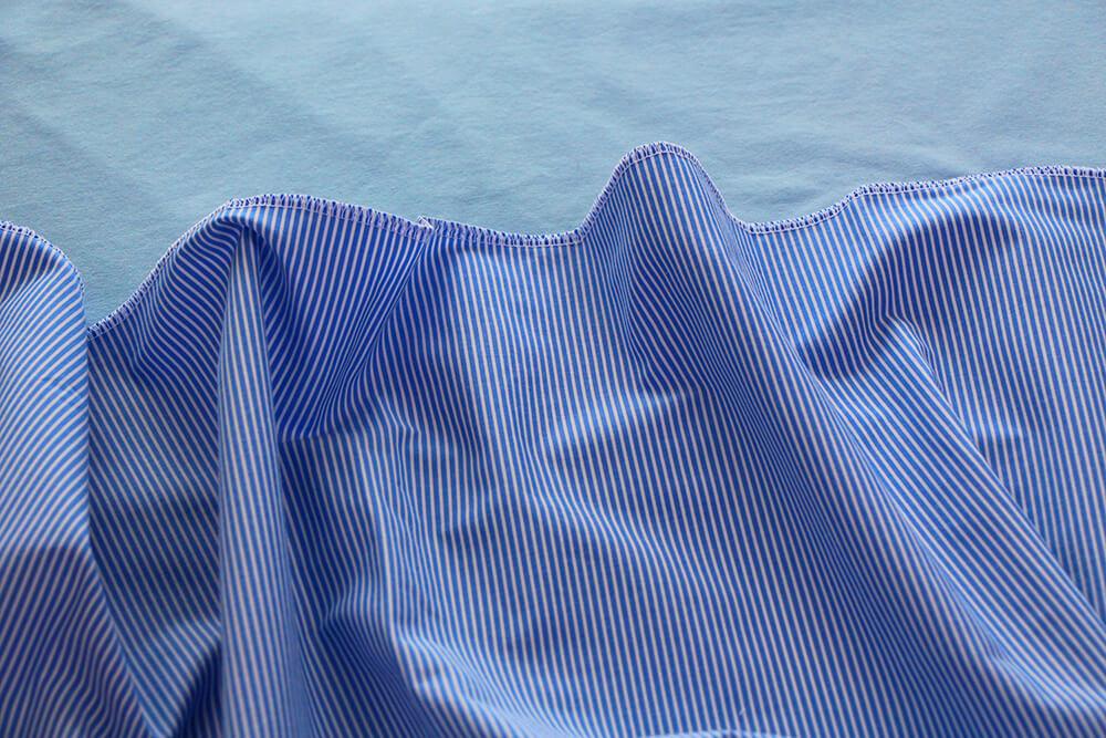 Einfaches Kleid selber nähen ohne Schnittmuster - 02 Scnitteile versäubern