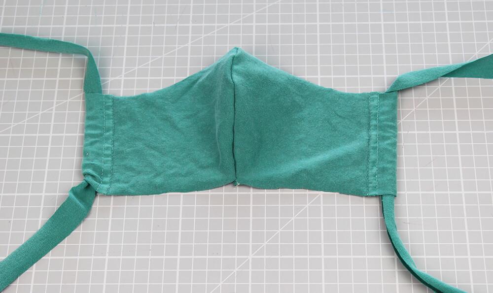 Mundschutz nähen aus Shirts mit nur einer Naht - 07 fertige Maske